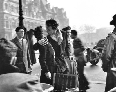 doisneau-robert-le-baiser-de-l-hotel-de-ville-paris-1950.jpg
